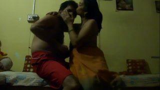 सारी पहने नंगी बंगाली भाभी से हॉट सेक्स