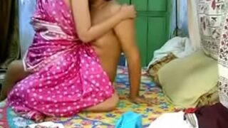 Desi porn video सारी मई पड़ोसन की चुदाई