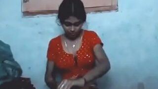 भोजपुरी आंटी की छोरी का गरमा गरम चुदाई वीडियो