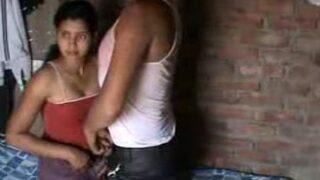 शादी से पहले पंजाबी लड़की की चुदाई वीडियो