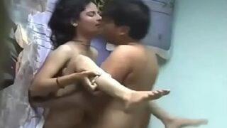 पंजाबी गर्ल की अपने घर के सर्वेंट से चुदाई