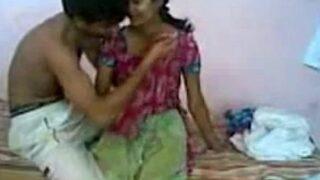 नंगी हरामी पड़ोसन के चूड़ने की सेक्स वीडियो